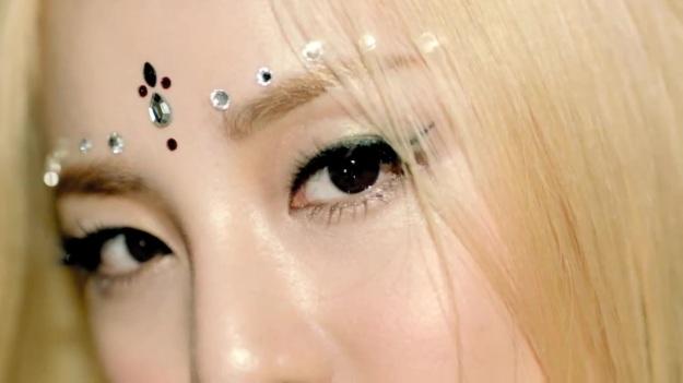 2NE1 - FALLING IN LOVE M_V 0121