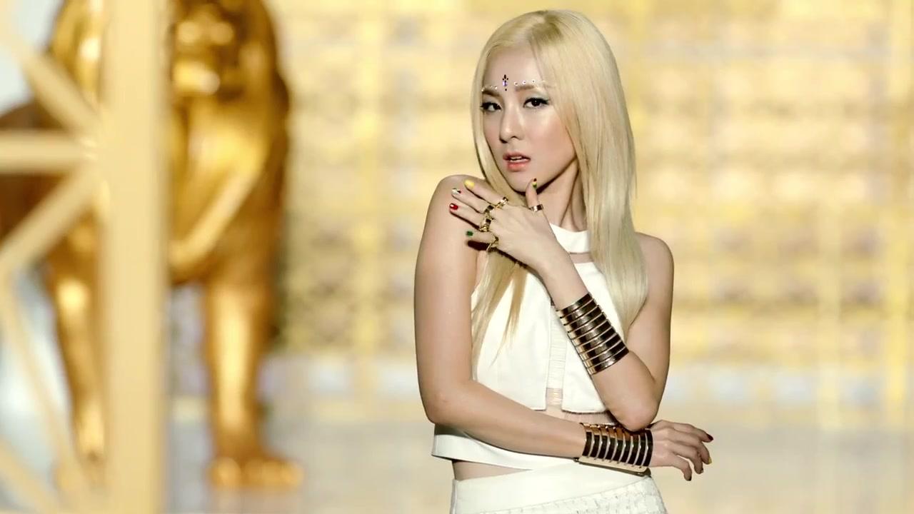 Falling in Love Dara s Nail Art   Dara Falling In Love Nails