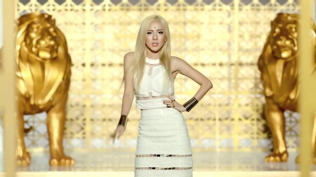 2NE1 - FALLING IN LOVE M_V 2297