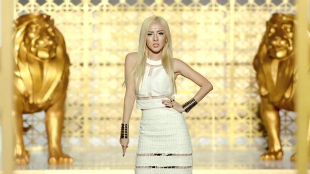 2NE1 - FALLING IN LOVE M_V 2300