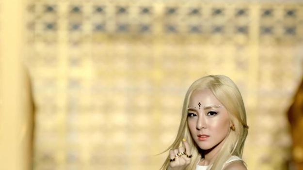 2NE1 - FALLING IN LOVE M_V 2304