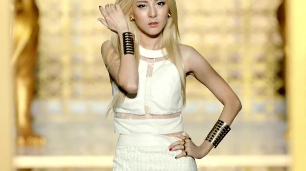 2NE1 - FALLING IN LOVE M_V 2356