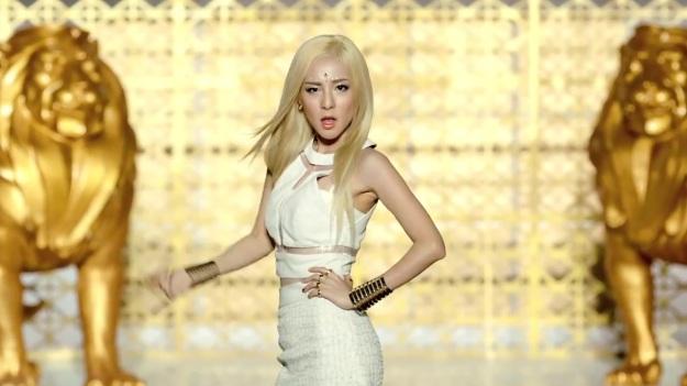 2NE1 - FALLING IN LOVE M_V 2380