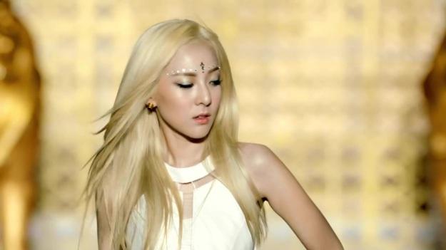 2NE1 - FALLING IN LOVE M_V 2443