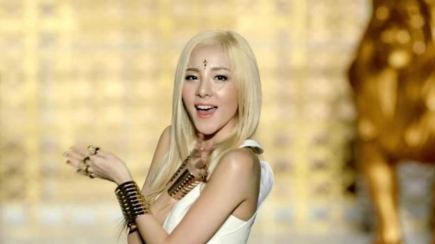 2NE1 - FALLING IN LOVE M_V 2449