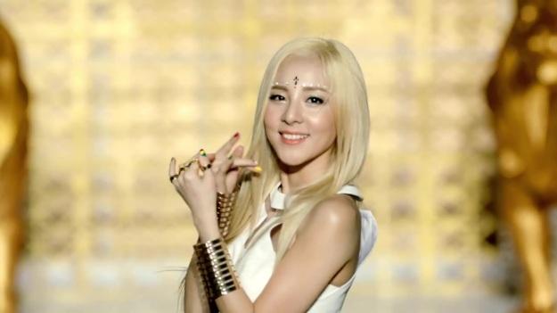 2NE1 - FALLING IN LOVE M_V 2463