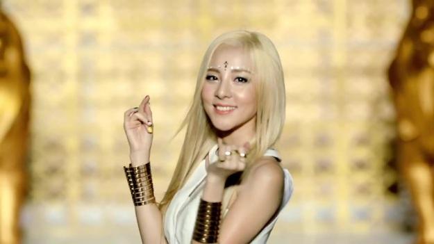 2NE1 - FALLING IN LOVE M_V 2474