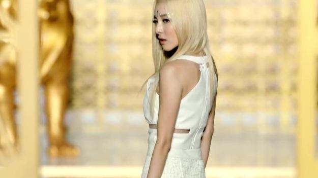 2NE1 - FALLING IN LOVE M_V 2491