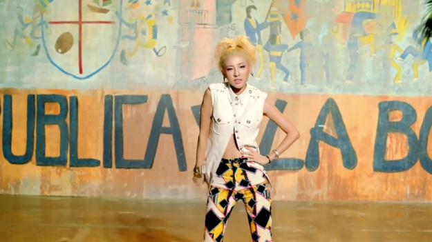 2NE1 - FALLING IN LOVE M_V 4169