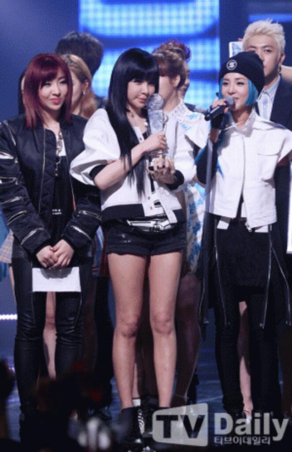2NE1-MCD-4