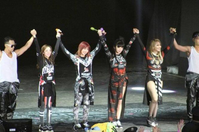 2NE1-AONinShanghai-54