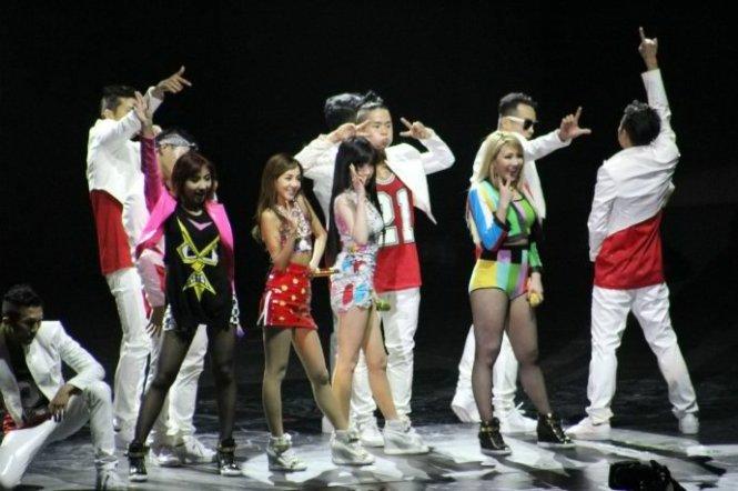 2NE1-AONinShanghai-58