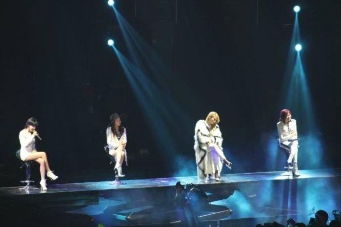 2NE1-AONinShanghai-61