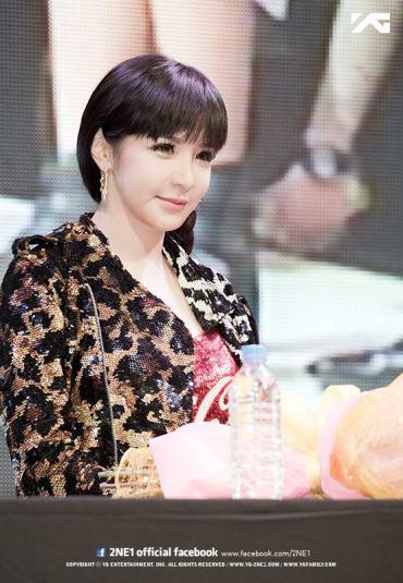 OFFICIAL PHOTOS] More Official Photos of 2NE1 During Press