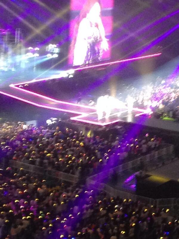 2NE1-YG Family Concert-D1-1