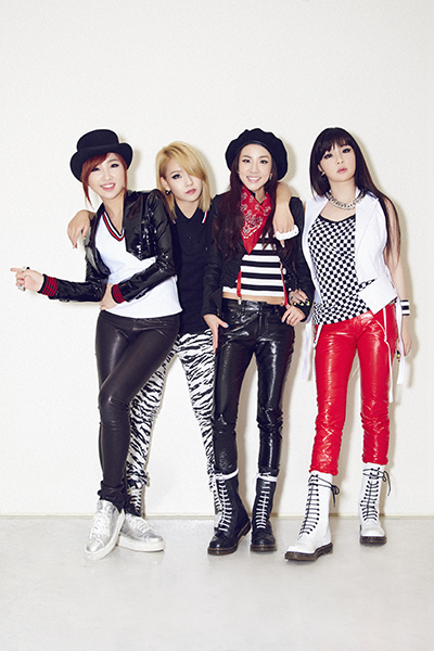 photos beautiful smiling 2ne1 for wwd japan