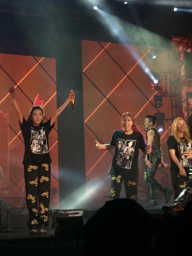 2NE1 AON Bangkok 1