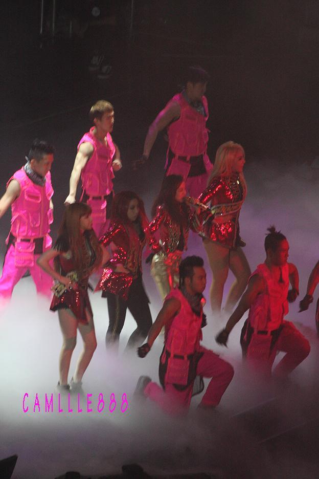 2NE1 AON Bangkok 31