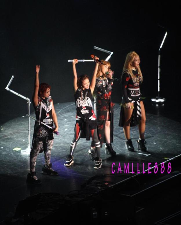 2NE1 AON Bangkok 38