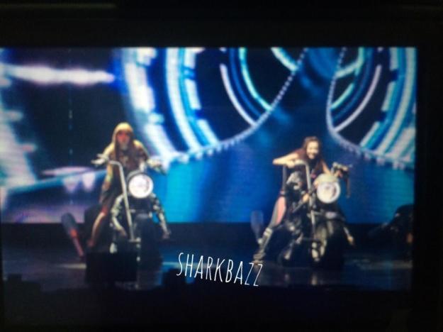 2NE1 AON Bangkok 7