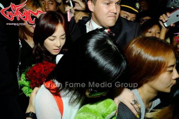 [PHOTOS] 140731 - Press Pictures of 2NE1 at Yangon International Airport, Myanmar 2