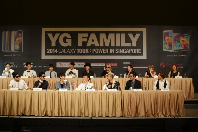 YG-Family-artistes-enjoying-themselves-at-the-Samsung-press-conference-1024x682