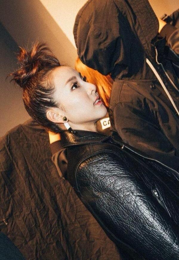 KYE backstage - Dara 1