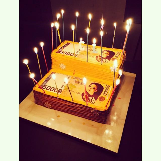 Instagram Dara Shares Cl S Birthday Cake Yo Birrrrfday Cake Is