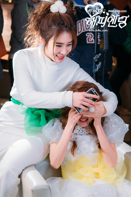 BTS-One More Happy Ending-Dara-YooInNa-2