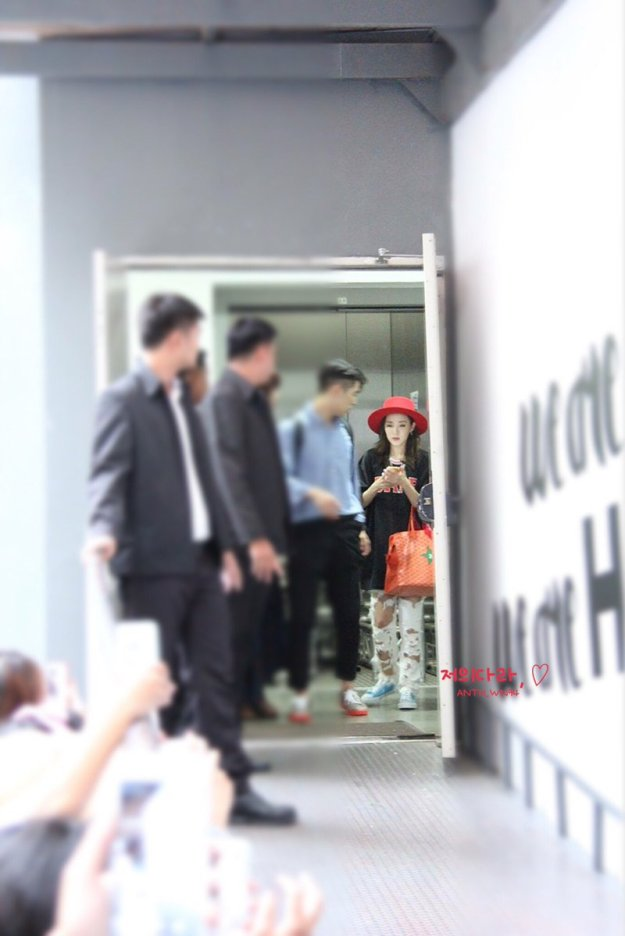 Leaving-Dara-2