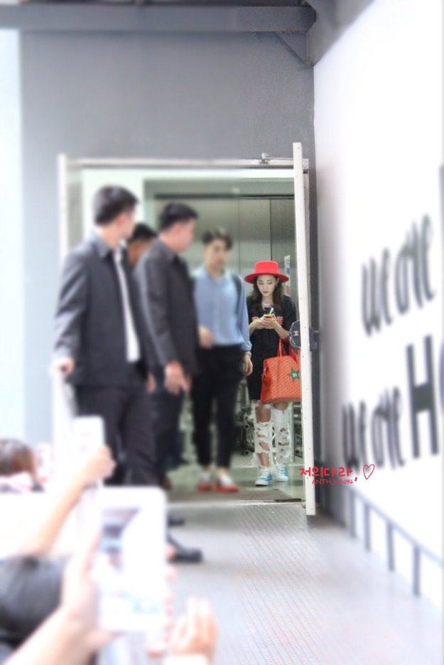 Leaving-Dara-3