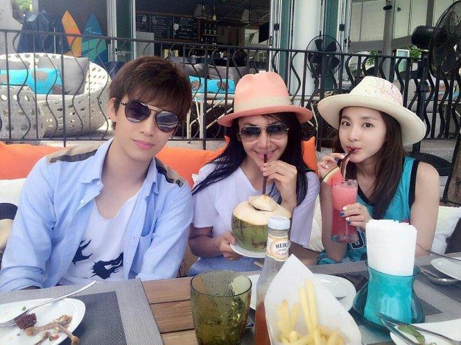 Tourist-Dara-Thai-Friends-1