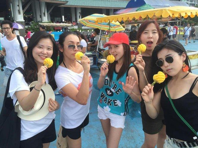 Tourist-Dara-Thai-Friends-3
