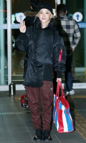${IC01} 가수 산다라박이 방송 출연 일정 차 8일 오전 인천국제공항을 통해 필리핀 마닐라로 출국하고 있다.