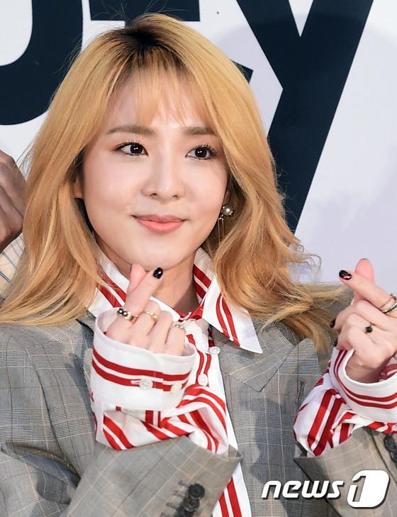 산다라박이 17일 오후 서울 상암 CJ E&M센터에서 열린 온스타일 '겟잇뷰티 2017' 제작발표회에 참석해 포즈를 취하고 있다.