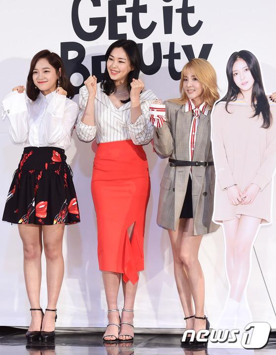 김세정, 이하늬, 산다라박(왼쪽부터)이 17일 오후 서울 상암 CJ E&M센터에서 열린 온스타일 '겟잇뷰티 2017' 제작발표회에 참석해 포즈를 취하고 있다.