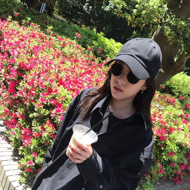 9d396bb58387 SNS UPDATES] 170426 Dara Uploads a Series of Late Post Photos in ...